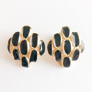 black enamel design earring[e-1090]