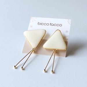 【bicco tacco】三角ピアス/イヤリング( 白)