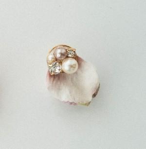 花びらピアス・イヤリング 布花 ホワイト