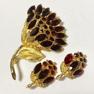 Vintage Lisa Jewels Earrings & Brooch