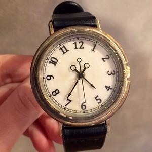シンプル文字盤の大きめ時計