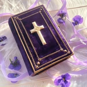 すみれ色の祈祷書