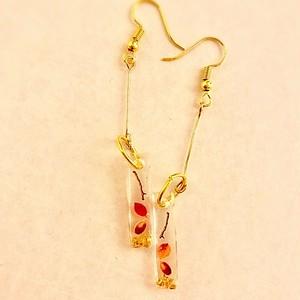 和風棒ピアス 秋の落ち葉とどんぐりと金 Japanese style stick earrings  Autumn leaves, acorn and gold