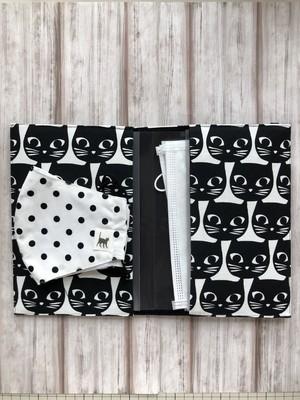 マスクポーチ*モノトーン黒猫柄【横長マスクもすっぽり入る、消毒可能な清潔ポーチ】