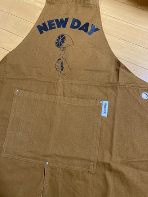 NEW DAY Apron <Camel>