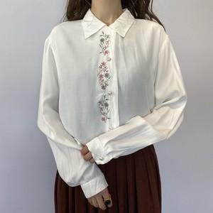 刺繍ホワイトブラウス