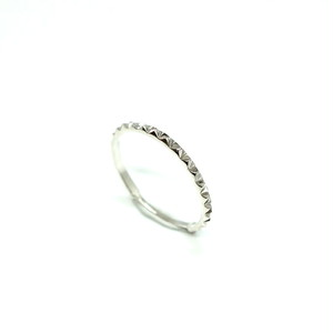 tri-stud narrow ring