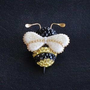 スワロフスキー製☆彡ハチさんブローチ(小)