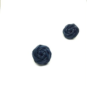 花結びボタンのピアス