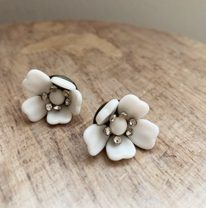 Vintage Milk glass Beads イヤリング 1