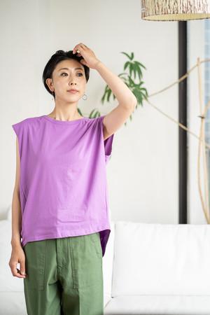 OSMOSIS オズモーシス バックギャザーノースリーブTシャツ 商品番号 585010-990T