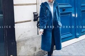 Volume fake fur blue coat