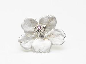 山桜のダイヤモンド入ピンバッチ
