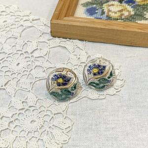 チェコ ガラスボタンのイヤリング・ピアス 青い花