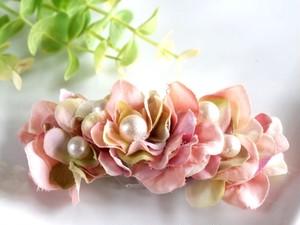 花びらいっぱいのバレッタ