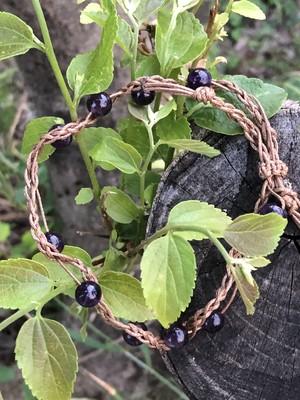 「紫の果実」 マクラメ編みブレスレット