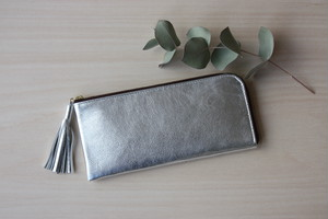 ゴートレザーのスリムな長財布 L字型 シルバー