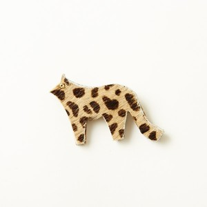 animal brooch   ヒョウ