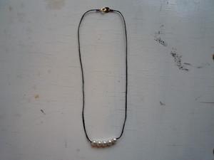 5粒Perl necklace モノトーン系