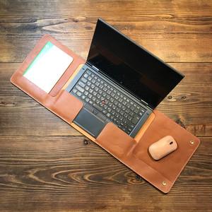 一枚革で作ったラップタイプのノートPCカバー /イタリア産ベジタブルタンニンレザー・トコ革
