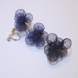 空気を纏うアクセサリー 3連earrings (navy)