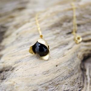 Petal ソープベリーのお花ネックレス