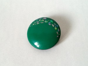 螺鈿丸ブローチ 緑A