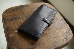黒い栃木レザーの長財布(ボタン付き)