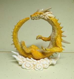 雲上の龍  黄色い龍