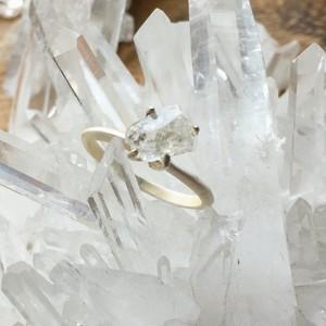 フェナサイト原石のリング