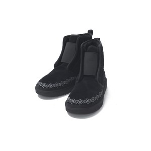 WM × UGG EMBROIDERED FRONT GORE BOOTS - BLACK