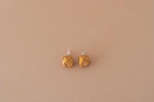 白樺の耳飾り(キューブ)