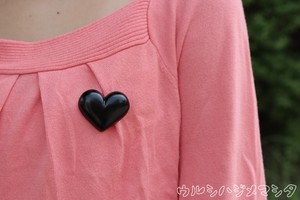 ハートの漆塗りブローチ【黒】/Heart Motif Pin Brooch in URUSHI(Black)