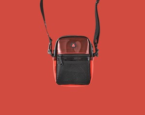 Bum bag / KEVIN BRADLEY COMPACT SHOULDERBAG / BLACK & RED