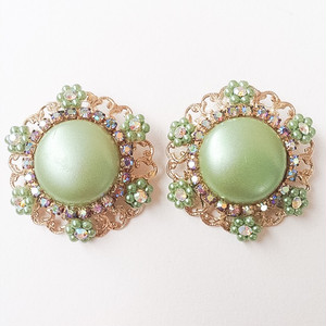 green button earring[e-447]