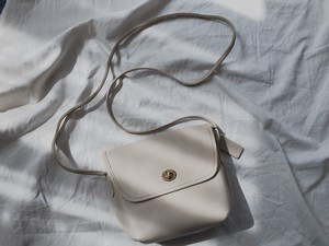 "AMERICA 1990's OLD COACH ""OFF WHITE Leather"" Small size bag"