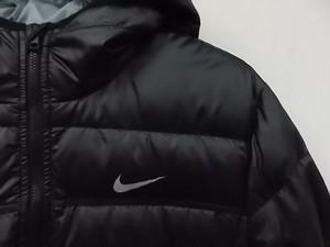 ナイキ ダウンジャケット 550 ブラック Lサイズ フード一体型 フルジップ ジップヘッド右 古着 メンズ 美品