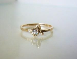 ブルームーンストーンの小さなお花の指輪