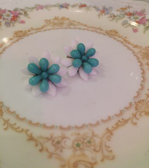 "Travelling Madeleine - earring - ""White flower"""