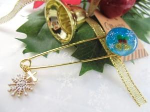 キラキラクリスマスベルの聖夜のカブトピンブローチ
