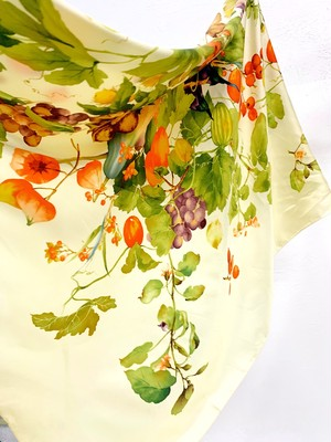 (PAL) vegetable design silk scarf