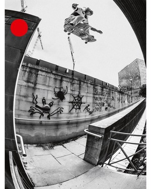 FREE 32 (SEPT OCT 2020)    /  スケート雑誌  /  MAGAZINE