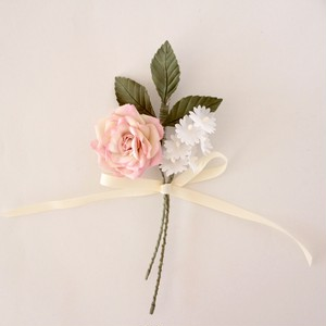 バラと小花のコサージュ