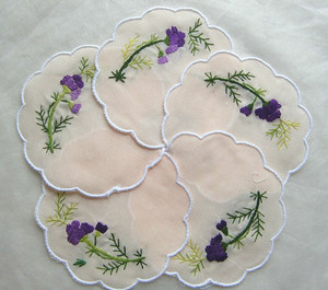 刺繍コースター 紫の花