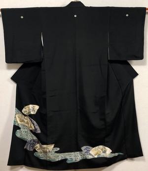 アンティーク黒留袖 比翼付き 仕立て上がり 中古 扇 刺繍 身丈153cm 裄63cm