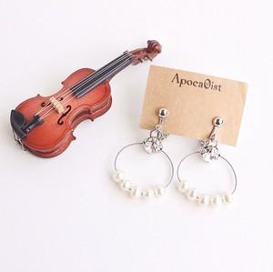 ヴァイオリン、ヴィオラ弦を生まれ変わらせた淡水パールとスワロフスキーのイヤリング V-051 Violin, viola strinngs, swarovski and pearls earrings
