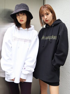 【EMODA×Champion】EMBROIDERYロゴフーディー