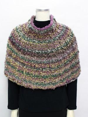 手編みのポンチョ