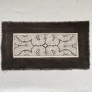 泥染めプレイスマット 16x30cm 白3 南米ペルー シピボ族の泥染め プレイスマット 額装