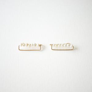 Small pearl ear clip
